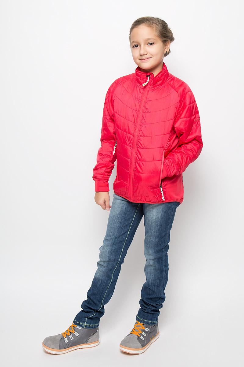 574290_269Утепленная куртка для девочки Didriksons1913 Ventura идеально подойдет вашей моднице в прохладное время года. Куртка изготовлена из полиамида, утеплитель из полиэстера, который хорошо сохраняет тепло. Куртка прямого силуэта с воротником-стойкой застегивается на застежку-молнию с защитой подбородка, и дополнительно имеет внутренний ветрозащитный клапан. Оформлена модель стежкой. Спереди два прорезных кармана на молнии. Манжеты рукавов дополнены отверстием для большого пальца. Комфортная, удобная и теплая куртка идеально подойдет для прогулок и игр на свежем воздухе! Незаменимая вещь в холодную осеннюю погоду! Рассчитана на температуру от +5 до +15.