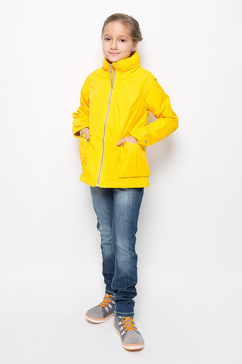 500720_181Оригинальная куртка для девочки Didriksons1913 Holly защитит вашу дочурку от ветра и дождя, а также станет ярким дополнением к детскому гардеробу. Куртка изготовлена из полиэстера. На подкладке рукавов используется полиамид. Куртка со съемным капюшоном и воротником-стойкой застегивается на пластиковую застежку-молнию и имеет внутреннюю ветрозащитную планку. Капюшон по краю дополнен эластичными вставками. Он пристегивается к куртке при помощи кнопок. На рукавах предусмотрены небольшие хлястики на кнопках. Спереди имеются два накладных кармана с клапанами на кнопках. С внутренней стороны изделия расположен большой накладной карман и один прорезной карман на молнии. Модель украшена вышитым названием бренда. Комфортная и удобная куртка идеально подойдет для прогулок и игр на свежем воздухе. В ней ваша принцесса всегда будет в центре внимания! Модель рассчитана на температуру от +12 до +17.