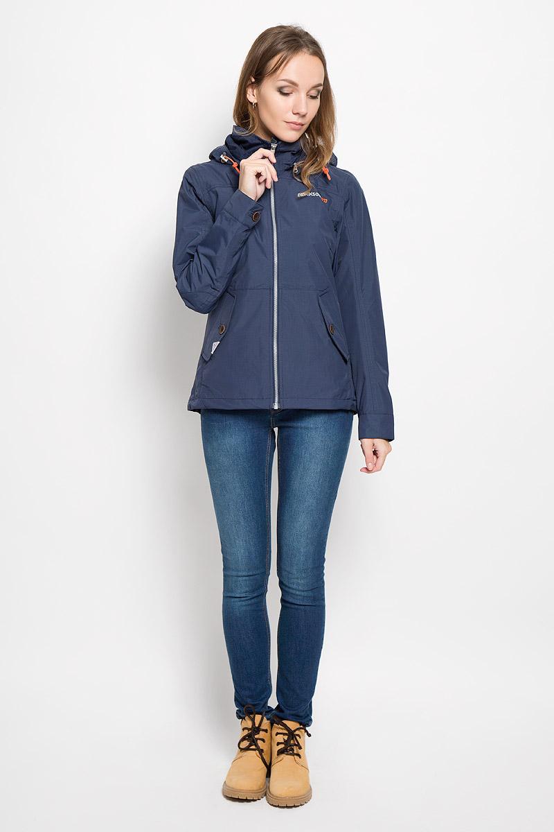 500372_256Удобная женская куртка Didriksons1913 Lea согреет вас в прохладную погоду и позволит выделиться из толпы. Модель с длинными рукавами и съемным капюшоном на змейке выполнена из водонепроницаемой и непродуваемой мембранной ткани. Проклеенные швы и дополнительная пропитка от внешней влаги обеспечивают максимальную защиту. Куртка застегивается на застежку-молнию спереди. Изделие дополнено двумя втачными карманами с клапанами на пуговицах спереди и внутренним втачным карманом на застежке-молнии с отверстием для наушников, а также внутренним накладным карманом на кнопке. Манжеты рукавов застегиваются на пуговицы. Капюшон и низ куртки дополнены шнурком-кулиской со стопперами. Эта модная и в то же время комфортная куртка - отличный вариант для прогулок, она подчеркнет ваш изысканный вкус и поможет создать неповторимый образ.