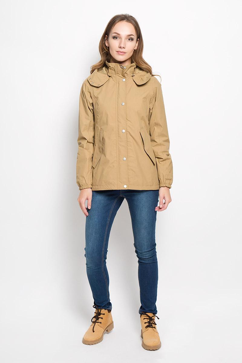 500833_27Удобная куртка Didriksons1913 Boreal выполнена из водонепроницаемой и непродуваемой мембранной ткани. Проклеенные швы и дополнительная пропитка обеспечивают максимальную защиту от внешней влаги. Модель куртки без утеплителя. Съемный-регулируемый капюшон дополнен небольшим скрытым козырьком и застегивается спереди на кнопки. Фронтальная молния защищена двойной планкой, которая дополнена застежками-кнопками. Куртка по бокам дополнена двумя карманами на застежках-молниях, которые дополнительно закрываются клапанами с кнопками. Низ изделия регулируются шнурком со стоппером, а манжеты рукавов дополнены плотной резинкой, которая не допускает проникновения холода. Внутренний карман оснащен отверстием для наушников. Эргономичный крой и приталенный силуэт обеспечивают отличную посадку. Эта модная и в то же время комфортная куртка - отличный вариант для активного отдыха.