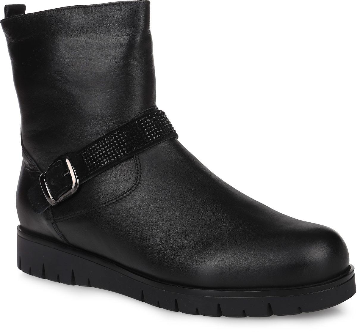 64230Полусапоги от Kapika придутся по душе вашей девочке. Модель выполнена из натуральной кожи, вокруг щиколотки оформлена замшевым ремешком с металлической пряжкой, декорированным стразами. Изделие на застежке-молнии, что позволит отлично зафиксировать обувь на ноге и облегчит процесс надевания. Подкладка и стелька изготовлены из 100% натуральной шерсти, что помогает сохранить тепло и гарантирует уют ногам. Подошва с рифлением обеспечивает идеальное сцепление с любыми поверхностями. Такие чудесные полусапоги займут достойное место в гардеробе вашего ребенка.