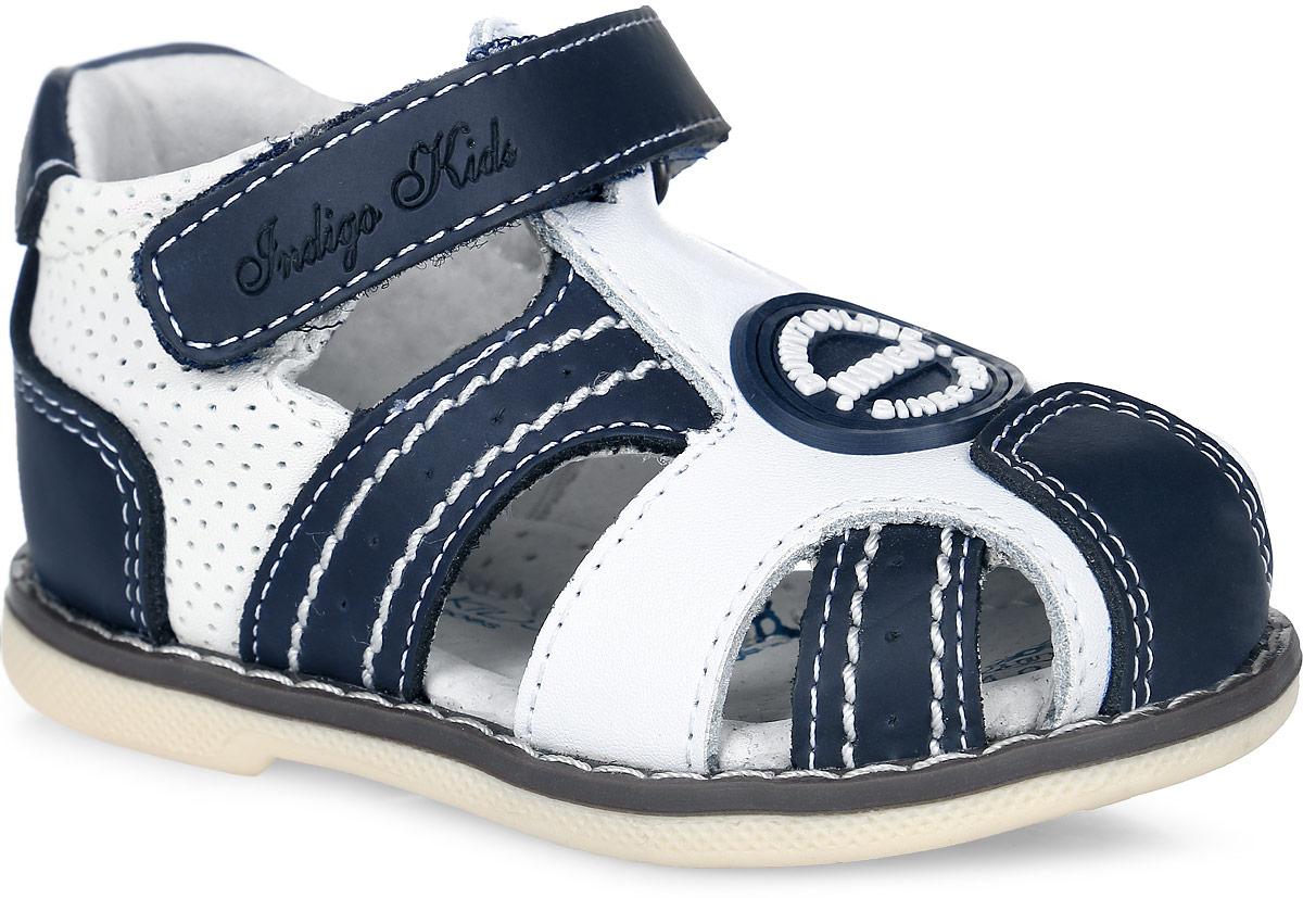 20-186A/12Стильные сандалии от Indigo Kids придутся по душе вашему мальчику! Модель выполнена из натуральной кожи и оформлена перфорацией, на мысе - фирменной прорезиненной нашивкой. Ремешок на застежке-липучке, декорированный тиснением в виде названия бренда, гарантирует надежную фиксацию изделия на ноге. Подкладка и стелька из натуральной кожи позволяют ножкам дышать. Стелька дополнена супинатором, который гарантирует правильное положение ноги ребенка при ходьбе, предотвращает плоскостопие. Подошва с рифлением обеспечивает идеальное сцепление с любой поверхностью. Удобные и модные сандалии - необходимая вещь в гардеробе каждого мальчика.
