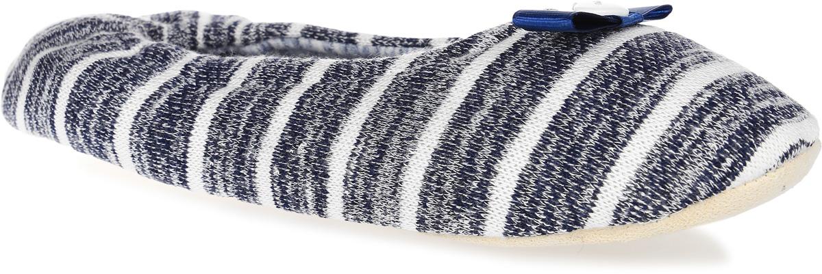 H149Женские вязанные тапки Burlesco не дадут вашим ногам замерзнуть. Модель выполнена из мягкого текстильного материала и оформлена принтом в полоску и небольшим бантиком с декоративной пуговицей. Внутренняя поверхность и стелька выполнены из текстильного материала. Тапки обеспечат прогрев ног сухим теплом, защитят от воздействия холода и сквозняков, и снимут усталость ног. Легкие и мягкие тапки подарят чувство уюта и комфорта.