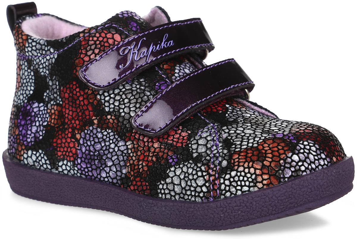 52239у-1Стильные ботинки от Kapika заинтересуют вашу девочку с первого взгляда. Модель выполнена из натуральной рельефной кожи, оформленной ярким принтом. Изделие на лаковых застежках-липучках, что обеспечивает надежную фиксацию на ноге. Подкладка, изготовленная из шерсти, сохраняет комфортный микроклимат в обуви, эффективно поглощает влагу, вибрации и неприятные запахи, снижает ударную нагрузку. Подошва оснащена рифлением для лучшей сцепки с поверхностью. Чудесные ботинки приведут в восторг вашего ребенка.