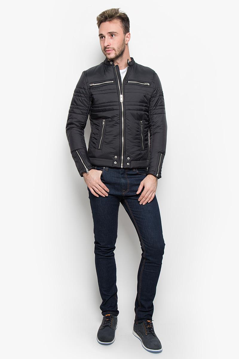 Куртка00STA3-0LAMF/900Стильная мужская куртка Diesel, выполненная из высококачественного материала, рассчитана на прохладную погоду. Модель с утеплителем из полиэстера подарит вам максимальный комфорт. Куртка с воротником-стойкой застегивается на застежку-молнию. Спереди расположены четыре кармана на застежках-молниях. С внутренней стороны модель дополнена карманом кнопке. Манжеты снабжены молнией для регулировки объема. Модная фактура ткани, отличное качество, великолепный дизайн.