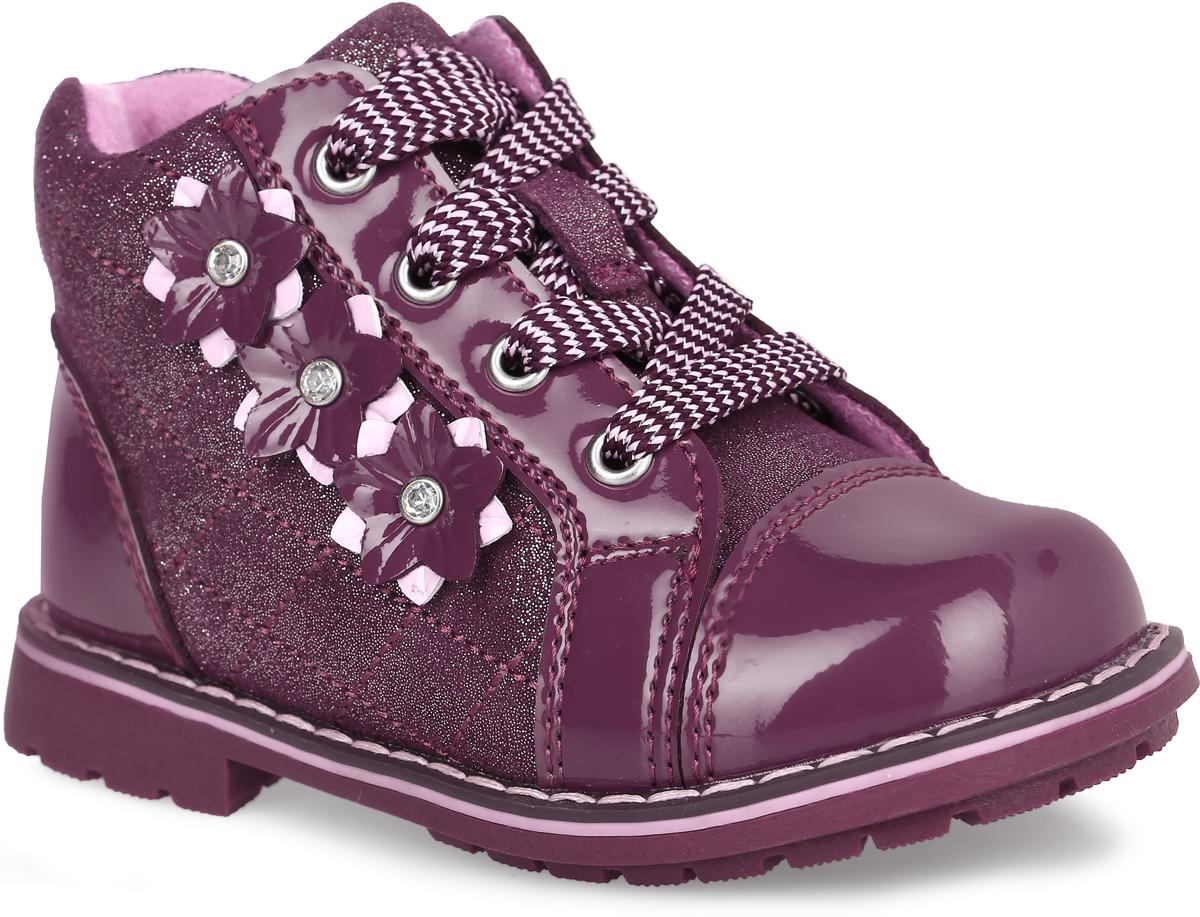 52232ук-1Стильные ботинки от Kapika придутся по душе вашей девочке. Модель выполнена из натурального лака со вставками из искусственной замши, оформленной блестками. Боковая сторона декорирована аппликацией в виде лаковых цветов со стразами. Изделие на застежке-шнуровке, сбоку дополнено молнией, что обеспечивает надежную фиксацию на ноге. Подкладка, изготовленная из шерсти, сохраняет комфортный микроклимат в обуви, эффективно поглощает влагу, вибрации и неприятные запахи, снижает ударную нагрузку. Подошва оснащена рифлением для лучшей сцепки с поверхностью. Чудесные ботинки приведут в восторг вашего ребенка.