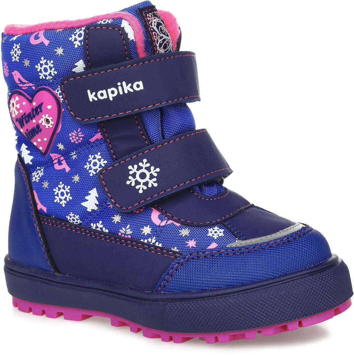 41179-2Ботинки от Kapika придутся по душе вашей девочке. Модель идеально подходит для зимы, сохраняет комфортный микроклимат в обуви как при ношении на улице, так и в помещении. Верх обуви изготовлен из искусственной кожи со вставками из водонепроницаемого текстиля, оформленного зимним принтом, язычок и верхний ремешок оформлены фирменным логотипом бренда, боковая сторона - аппликацией с надписью. Два ремешка на застежке-липучке надежно зафиксируют изделие на ноге. Подкладка и стелька изготовлены из шерсти, что позволяет сохранить тепло и гарантирует уют ногам. Подошва с рифлением обеспечивает идеальное сцепление с любыми поверхностями. Такие чудесные ботинки займут достойное место в гардеробе вашего ребенка.