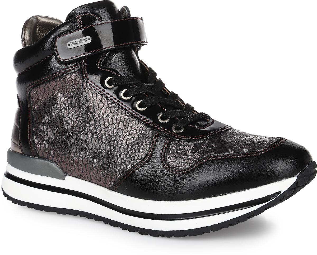 54253ук-3Стильные ботинки от фирмы Kapika покорят вашу девочку. Модель на классической шнуровке и застежке-липучке, боковая сторона дополнена молнией. Изделие выполнено из натуральной и искусственной кожи, обработанной под бронзу. Внутренняя поверхность и стелька изготовлены из текстиля, сохраняющего тепло и создающего комфорт. Подошва с протектором гарантирует отличное сцепление с любой поверхностью. Модные и удобные ботинки - незаменимая вещь в гардеробе девочки.