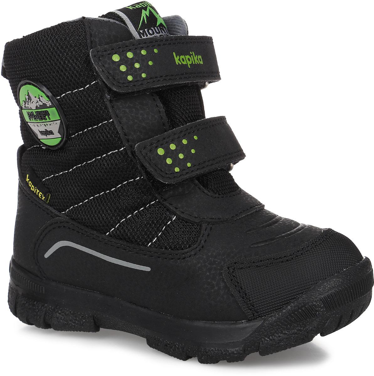 42198-1Ботинки от Kapika придутся по душе вашему мальчику. Модель сохраняет комфортный микроклимат в обуви как при ношении на улице, так и в помещении. Верх обуви изготовлен из искусственной кожи со вставками из водонепроницаемого текстиля, язычок, верхний ремешок и боковая сторона декорированы фирменным логотипом бренда. Два ремешка на застежке-липучке надежно зафиксируют изделие на ноге. Подкладка и стелька изготовлены из натуральной шерсти, что позволяет сохранить тепло и гарантирует уют ногам. Подошва с рифлением обеспечивает идеальное сцепление с любыми поверхностями. Такие чудесные ботинки займут достойное место в гардеробе вашего ребенка.