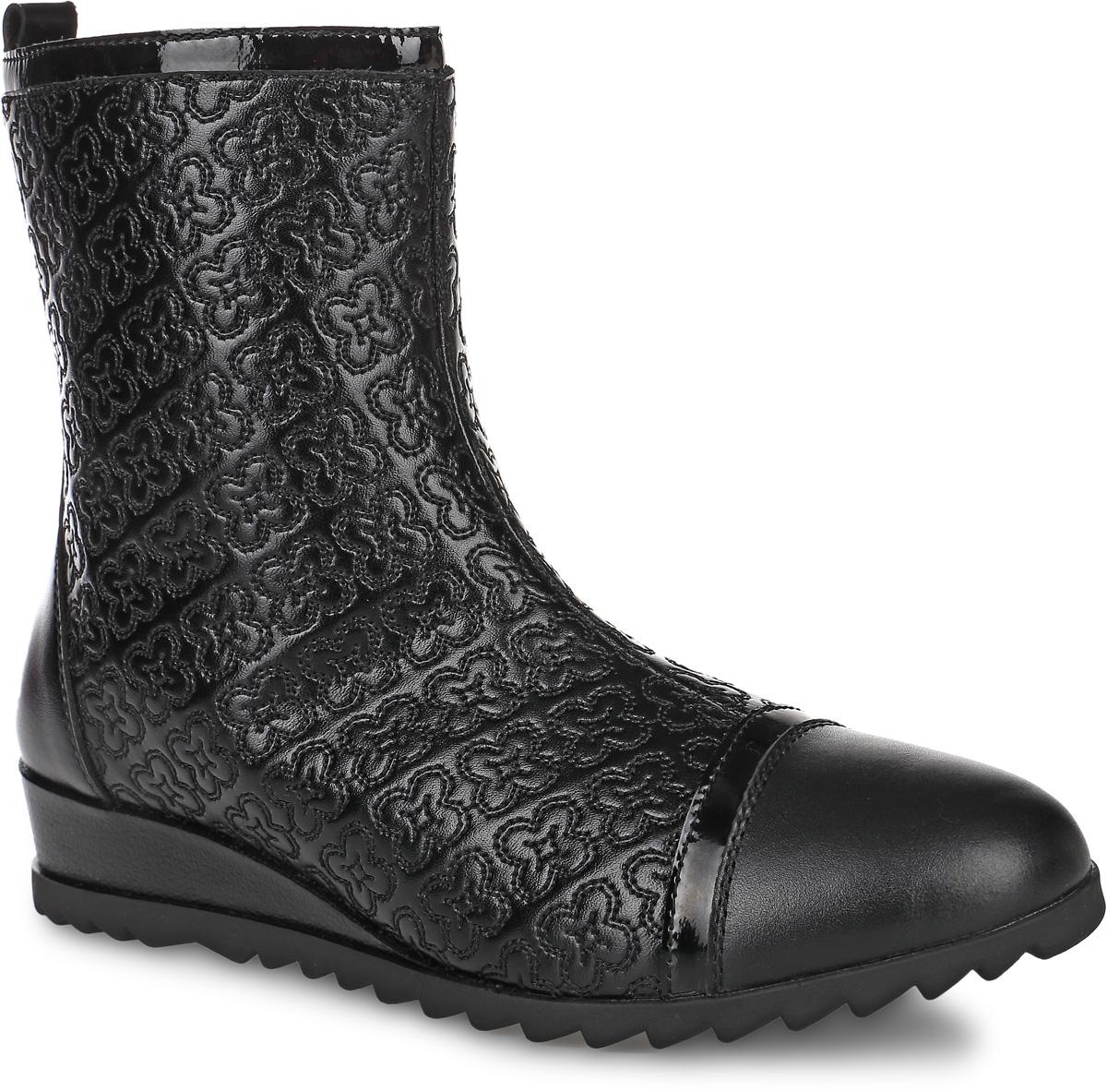 64137шк-1Полусапоги от Kapika придутся по душе вашей девочке. Модель выполнена из натуральной кожи, оформленной узорной прострочкой, мыс декорирован лаковой полоской. Изделие на застежке-молнии, что позволит отлично зафиксировать обувь на ноге и облегчит процесс надевания. Подкладка и стелька изготовлены из натуральной шерсти, что позволяет сохранить тепло и гарантирует уют ногам. Подошва с рифлением обеспечивает идеальное сцепление с любыми поверхностями. Такие чудесные полусапоги займут достойное место в гардеробе вашего ребенка.