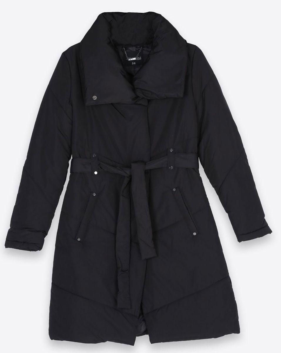ПальтоSPZ0332CAСтильное женское пальто Top Secret изготовлено из высококачественного полиэстера. В качестве утеплителя используется синтепон. Пальто с объемным воротником-стойкой застегивается на молнию и кнопки. Спереди расположены два прорезных кармана. Модель дополнена поясом на талии.