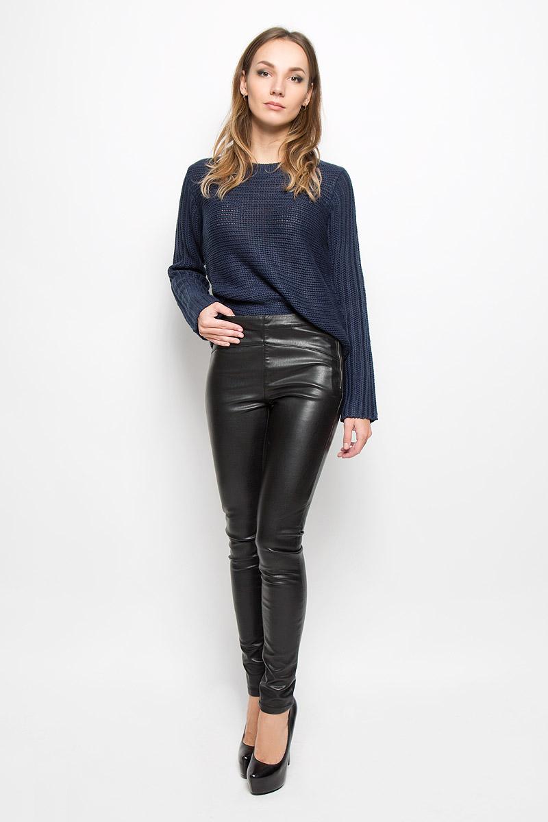 10159416_BlackСтильные женские брюки Vero Moda, изготовленные из качественного материала, созданы для модных и ярких девушек. Модель средней посадки и зауженного кроя Изделие имеет оригинальную металлическую застежку-молнию на левом бедре. В этих модных брюках вы будете чувствовать себя уверенно, оставаясь в центре внимания.
