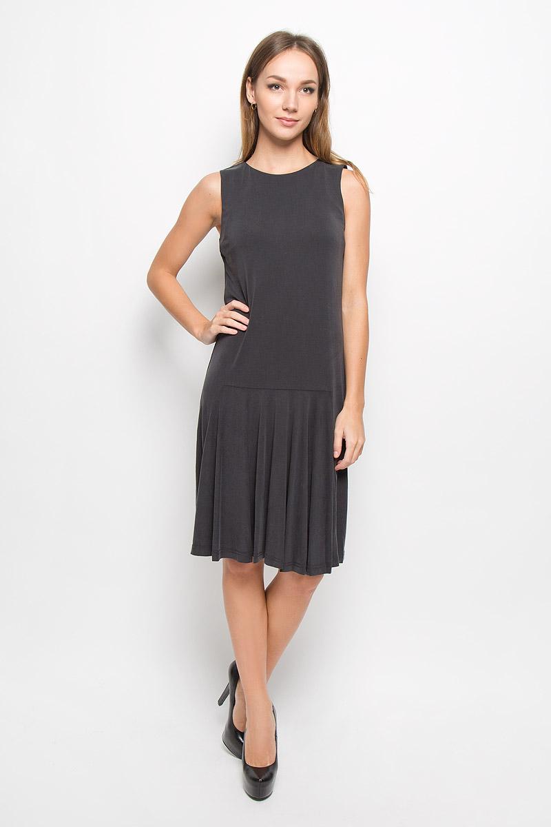 Платье16051858_BlackЭлегантное платье Selected Femme выполнено из высококачественного материала. Такое платье обеспечит вам комфорт и удобство при носке и непременно вызовет восхищение у окружающих. Удлиненная модель до колена без рукавов и с круглым вырезом горловины выгодно подчеркнет все достоинства вашей фигуры. Спереди чуть ниже талии заложены складочки. Изысканное платье-миди создаст обворожительный и неповторимый образ. Это модное и комфортное платье станет превосходным дополнением к вашему гардеробу, оно подарит вам удобство и поможет подчеркнуть ваш вкус и неповторимый стиль.