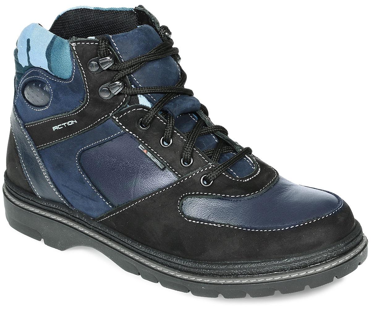 11387-1Стильные ботинки для подростка от фирмы Зебра не оставят парня равнодушным. Модель выполнена из натуральной высококачественной кожи со вставками из нубука. Классическая шнуровка надежно зафиксирует изделие на ноге. Внутренняя поверхность и стелька изготовлены из натурального меха, сохраняющего тепло и создающего комфорт. Подошва с протектором гарантирует отличное сцепление с любой поверхностью. Текстильная вставка по верху голенища оформлена принтом в стиле милитари. Модные ботинки не оставят парня незамеченным!