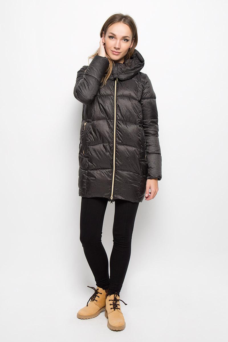 КурткаAL-2961Удобная и комфортная женская куртка Grishko модного силуэта кокон выполнена из высококачественного полиамида и 100% утеплителя-полиэстера. Модель застегивается на застежку-молнию спереди и дополнена элегантным глубоким капюшоном, дополнительно защищающим от непогоды. Длина до середины бедра, удлиненная по спинке ассиметричная линия низа, 2 боковых втачных кармана на молнии и один потайной внутри изделия. Такая курточка оформлена оригинальным цветочным узором. Незаменимая модель в холодную осеннюю и зимнюю погоду. Утеплитель 100% полиэстер.