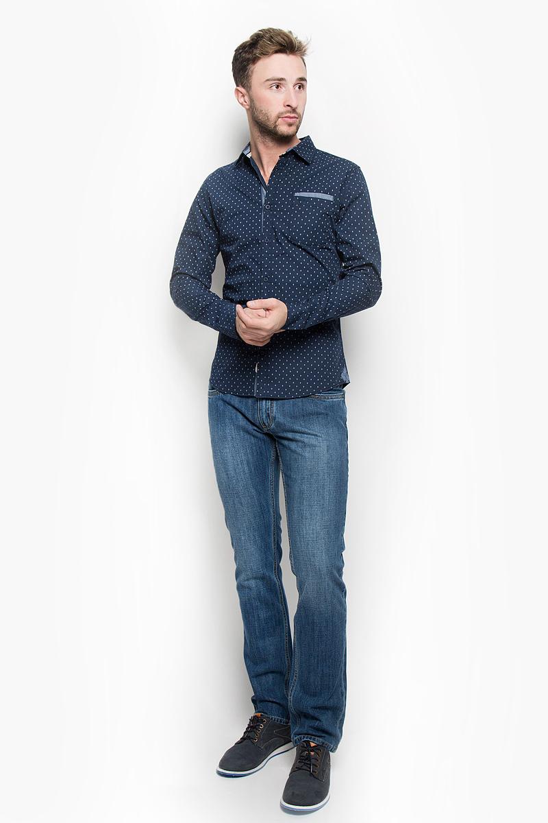 РубашкаDEAN-5102/NAVYМужская рубашка Lee Cooper, выполненная из натурального хлопка, идеально дополнит ваш образ. Материал мягкий и приятный на ощупь, не сковывает движения и позволяет коже дышать. Рубашка классического кроя с длинными рукавами и отложным воротником застегивается на пуговицы по всей длине. Низ рукавов дополнен манжетами на пуговицах. На груди модель дополнена двумя накладными карманами. Изделие оформлено оригинальным принтом. Такая рубашка будет дарить вам комфорт в течение всего дня и станет стильным дополнением к вашему гардеробу.