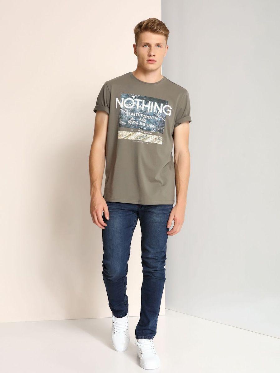 ФутболкаSPO2906ZIМужская футболка, выполненная из 100% хлопка, оформлена ярким принтом с надписью. Модель со стандартным коротким рукавом и круглым вырезом горловины.
