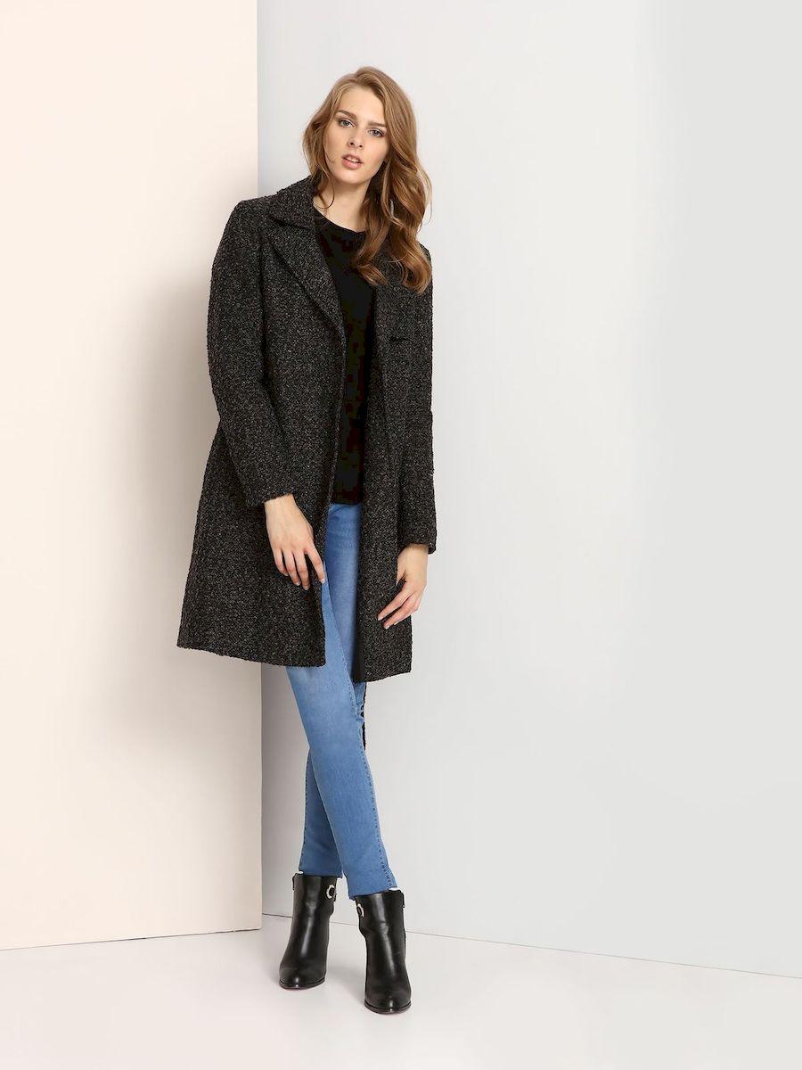 ПальтоTPZ0112SZСтильное женское пальто Troll выполнено из высококачественного полиэстера. Модель с длинными рукавами и воротником с лацканами застегивается на кнопки. Спереди расположены два прорезных кармана. Пальто дополнено поясом на талии.