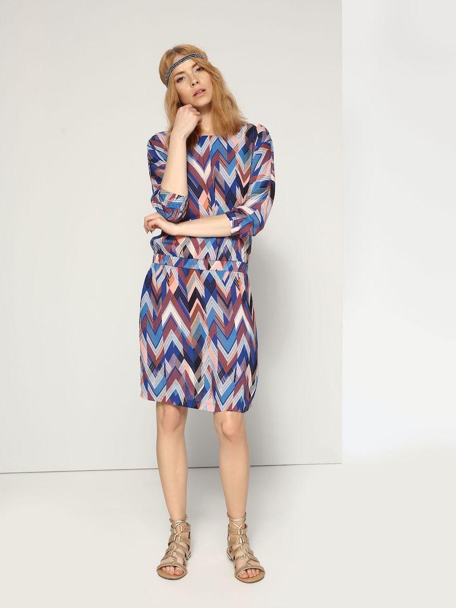 ПлатьеSSU1646NIЭлегантное платье Top Secret, изготовленное из высококачественной вискозы, оно мягкое на ощупь, не раздражает кожу и хорошо вентилируется. Модель-миди с V-образным вырезом горловины и цельнокроеными рукавами 3/4 по бокам имеет два втачных кармана. Пояс и манжеты рукавов дополнены эластичной резинкой. Оформлено платье контрастным принтом.