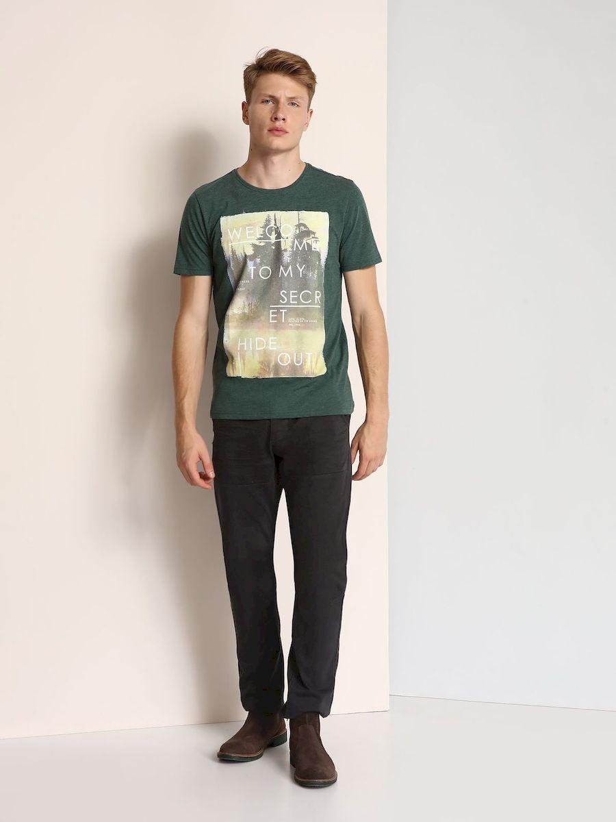 ФутболкаSPO2878ZIМужская футболка, выполненная из 100% хлопка, оформлена ярким принтом с надписью. Модель со стандартным коротким рукавом и круглым вырезом горловины.