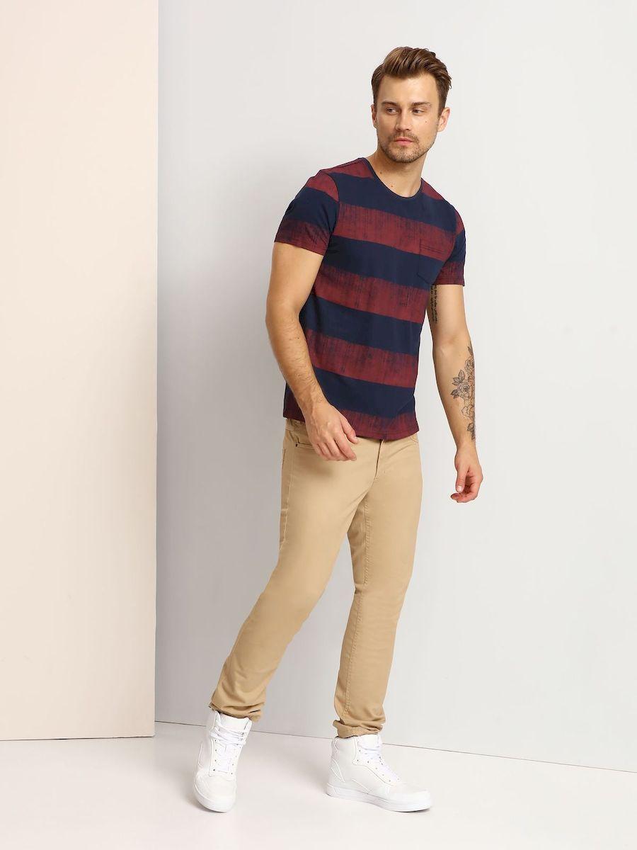 SPO2746GRМужская футболка выполнена из 100% хлопка и оформлена ярким принтом. Модель со стандартным коротким рукавом и круглым вырезом горловины. Спереди изделие дополнено накладным карманом.