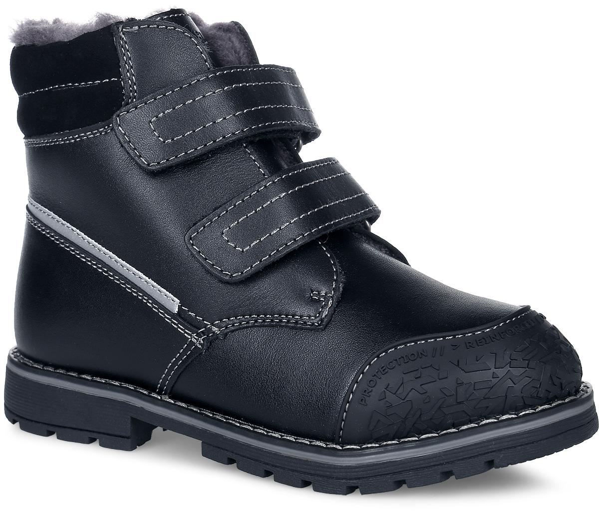 63233Стильные и теплые ботинки от Kapika заинтересуют вашего мальчика с первого взгляда. Ботинки полностью выполнены из натуральной кожи и оформлены контрастной прострочкой. Носовая часть дополнена уплотнителем для уменьшения износа обуви. Мягкий кант создает комфорт при ходьбе и предотвращает натирание ножки ребенка. Ярлычок на заднике облегчит надевание модели. Язычок оформлен тисненой надписью с названием бренда. Внутренняя поверхность и стелька изготовлены из натуральной овечьей шерсти, которая обеспечит тепло и комфорт. Подошва изготовлена из прочного ТЭП-материала, а ее рифленая поверхность гарантирует отличное сцепление с любой поверхностью. Такие практичные ботинки займут достойное место в гардеробе вашего ребенка.