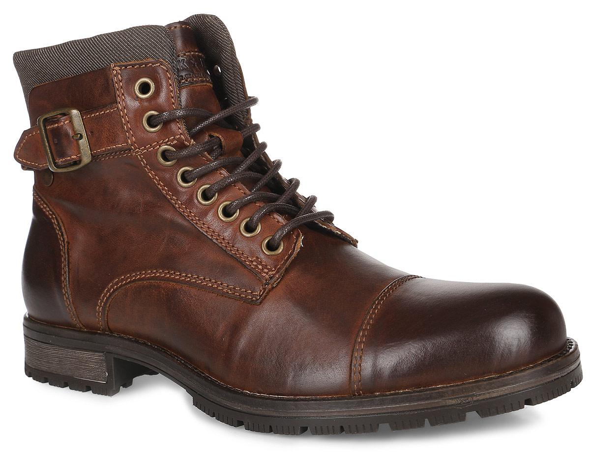 Ботинки12110600_Brown StoneМужские ботинки от Jack & Jones выполнены из натуральной кожи со вставками из хлопка. Язычок оформлен фирменной нашивкой, на боковых сторонах расположены декоративные хлястики с металлическими пряжками. Обувь фиксируется на ноге при помощи классической шнуровки и застежки-молнии сбоку. Подкладка и стелька изготовлены из хлопка. Подошва из резины дополнена рифлением.
