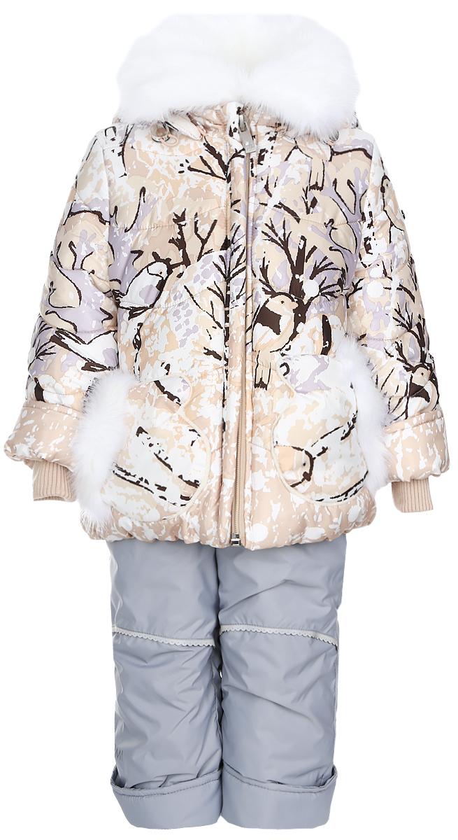 64344_BOG_вар.1Теплый комплект для девочки Boom!, идеально подойдет для вашему ребенку в холодное время года. Комплект состоит из куртки и полукомбинезона, изготовленных из водоотталкивающей ткани с утеплителем из синтепона. Куртка на флисовой подкладке в верхней части модели застегивается на пластиковую застежку-молнию и дополнительно имеет внутренний ветрозащитный клапан, также имеется защита подбородка. Курточка дополнена капюшоном, который регулируется скрытой резинкой с стопперами, воротник декорирован меховой опушкой на пуговицах. Манжеты рукавов отделаны эластичной широкой резинкой, которая мягко обхватывает запястья, не позволяя просачиваться холодному воздуху. Спереди имеются два накладных кармашка в виде рукавичек, которые декорированы меховой отделкой. Оформлена курточка яркими интересным принтом. Полукомбинезон с небольшой грудкой застегивается на пластиковую застежку-молнию и имеет наплечные эластичные лямки, регулируемые по длине. На талии...