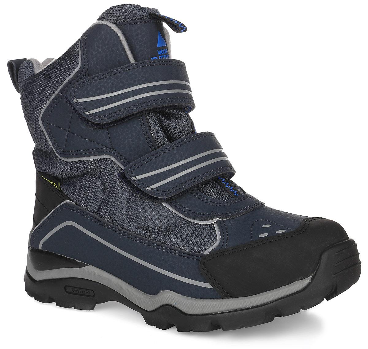 43189-1Детские ботинки от Kapika выполнены из искусственной кожи и водонепроницаемого текстиля (мембраны). Модель на застежках-липучках. Подкладка изготовлена из текстиля и шерсти. Подошва из прочной резины с добавлением вспененного полимера оснащена рифлением.