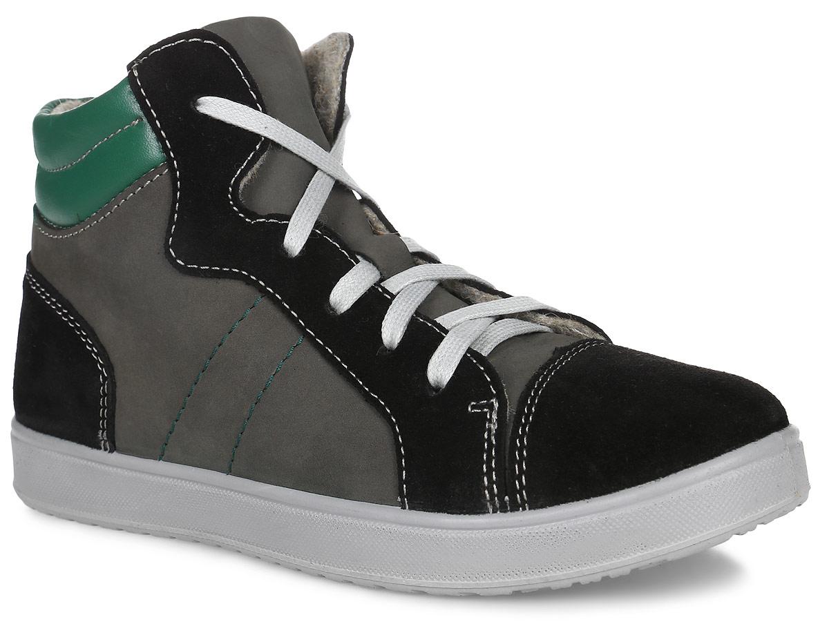 Ботинки652067-33Комфортные легкие ботинки выполнены в спортивном стиле на кедовой подошве. Литьевой метод крепления подошвы обеспечивает ей максимальную прочность, необходимую гибкость и минимальный вес. Подошва имеет анатомическую форму следа и в точности повторяет изгибы свода стопы, что позволяет ноге чувствовать себя комфортно весь день. Модель выполнена из комбинации натуральной гидрофобной кожи: нубука и велюра. Подкладка выполнена из шерстяной байки, а стелька из войлока, которую можно вытащить для просушки, воспользовавшись специальной петлёй. Удобная застежка-молния позволяет легко обувать и снимать ботинки, а функциональная шнуровка обеспечит идеальную фиксацию обуви на стопе. Мягкий манжет создает комфорт при ходьбе и предотвращает натирание ножки ребенка.