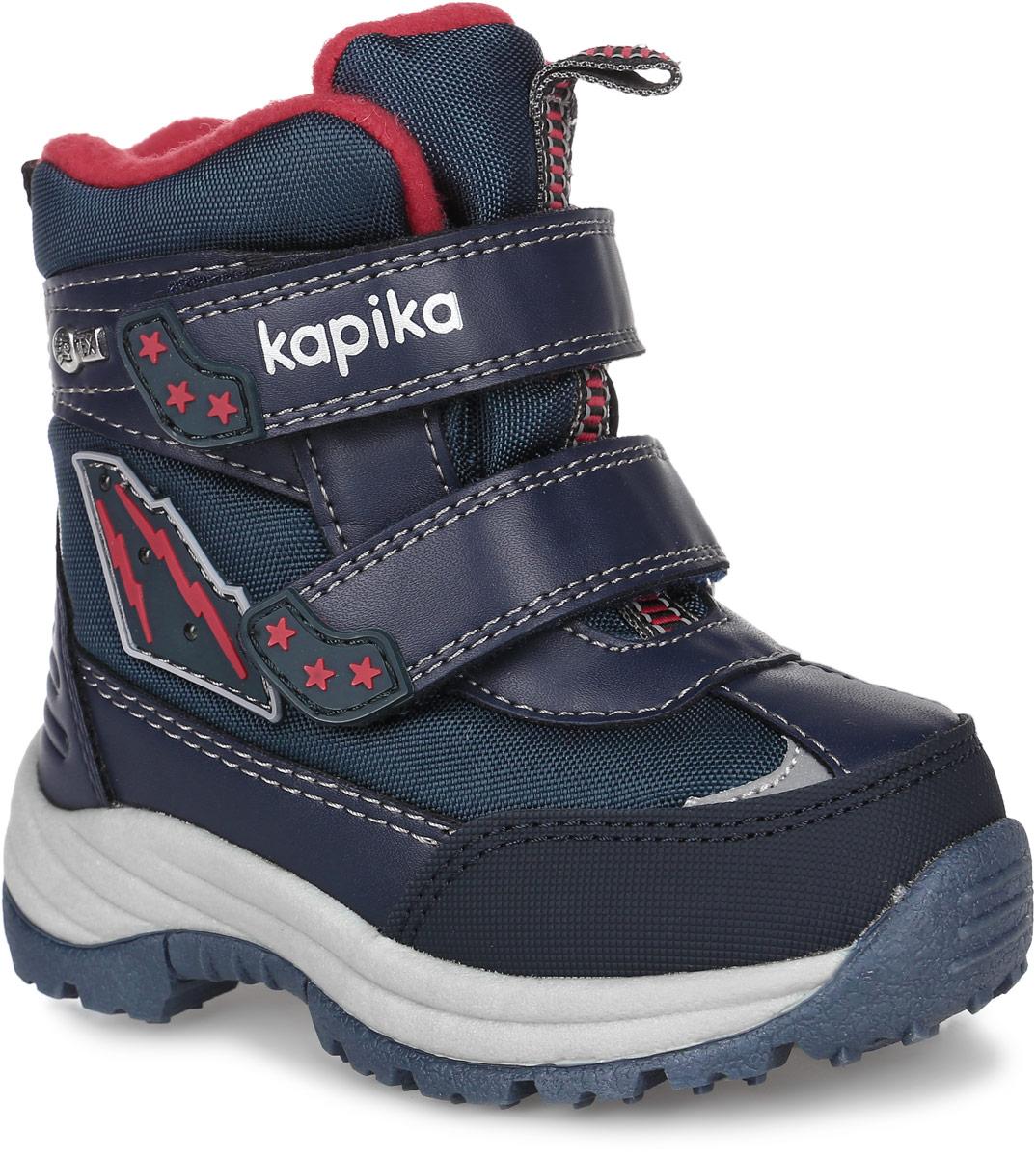 41156-1Стильные ботинки от Kapika заинтересуют вашего мальчика с первого взгляда. Модель, выполненная из искусственной кожи и текстиля, оформлена фирменными нашивками. Мембранный слой защитит ножки вашего ребенка от намокания и обеспечит высокую воздухопроницаемость. Изделие на застежках-липучках, что способствует надежной фиксации на ноге. Задник оснащен ярлычком для облегчения надевания. Стелька, изготовленная на 80% из натурального овечьего шерстяного меха, отлично сохраняет тепло и надежно защищает от холода, а также создаёт условия для удобного и долговечного использования. Рельефная подошва, выполненная из материала ТЭП, обеспечивает сцепление с любой поверхностью. Материал ТЭП не пропускает и не впитывает воду. При ходьбе сбоку на нашивке мигают огоньки. Чудесные ботинки займут достойное место в гардеробе вашего ребенка.