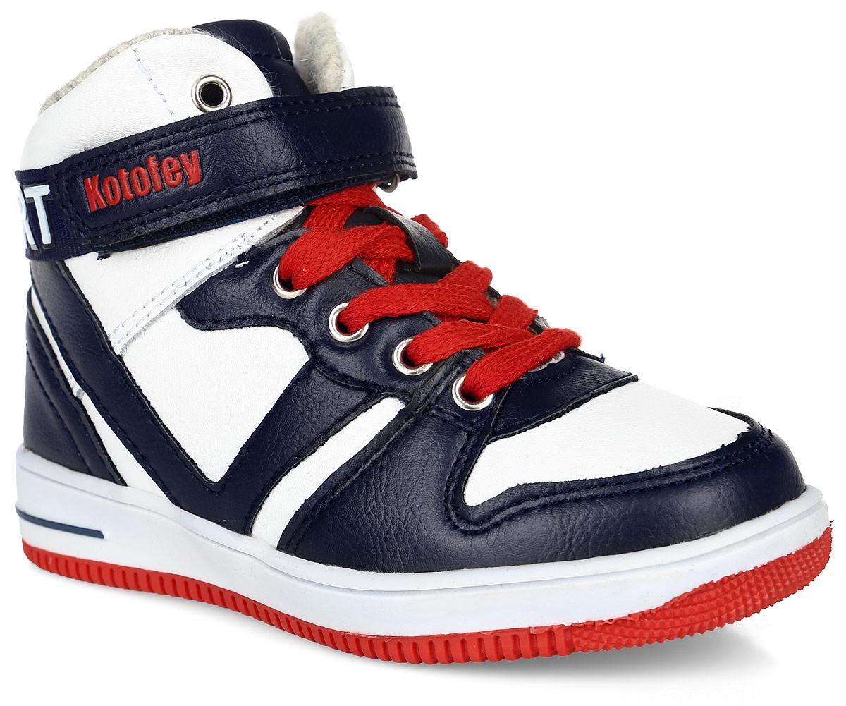 354009-31Ботинки на модной спортивной подошве. Материал верха комбинирован из натуральной и искусственной кожи. На ноге ботинки крепятся за счёт шнуровки, ремня с липучкой и молнии-застёжки, такой вариант крепления позволит быстро надеть и снять обувь. Подкладка и стелька изготовлены из шерстяной байки. Подошва из полимерного термопластичного материала оснащена рифлением.