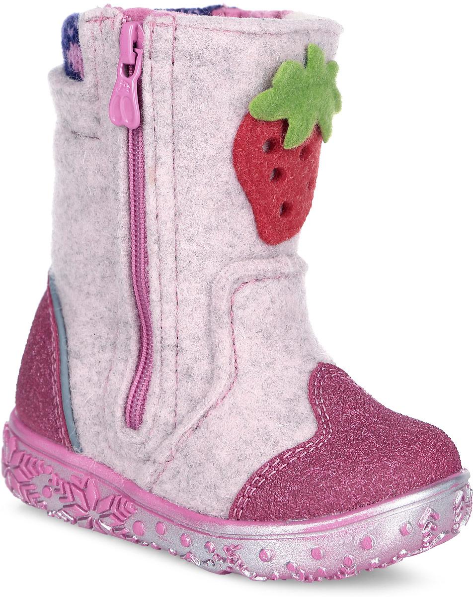 00112-1Теплые и стильные валенки от Kapika понравятся вашей девочке с первого взгляда. Модель выполнена из войлока и оформлена нашивкой в виде клубники. Носочная и задняя части дополнены прорезиненными накладками для лучшей сохранности обуви. Обувь фиксируется на ноге с помощью удобных молний, расположенных с боковых сторон модели. Подкладка и стелька из натуральной шерсти обеспечат ножкам тепло и уют. Мягкий кант создает комфорт при ходьбе и предотвращают натирание ножки ребенка. Подошва выполнена из качественного полимерного материала, а ее рифление гарантирует отличное сцепление с любой поверхностью. Такие валенки займут достойное место в гардеробе вашего ребенка.