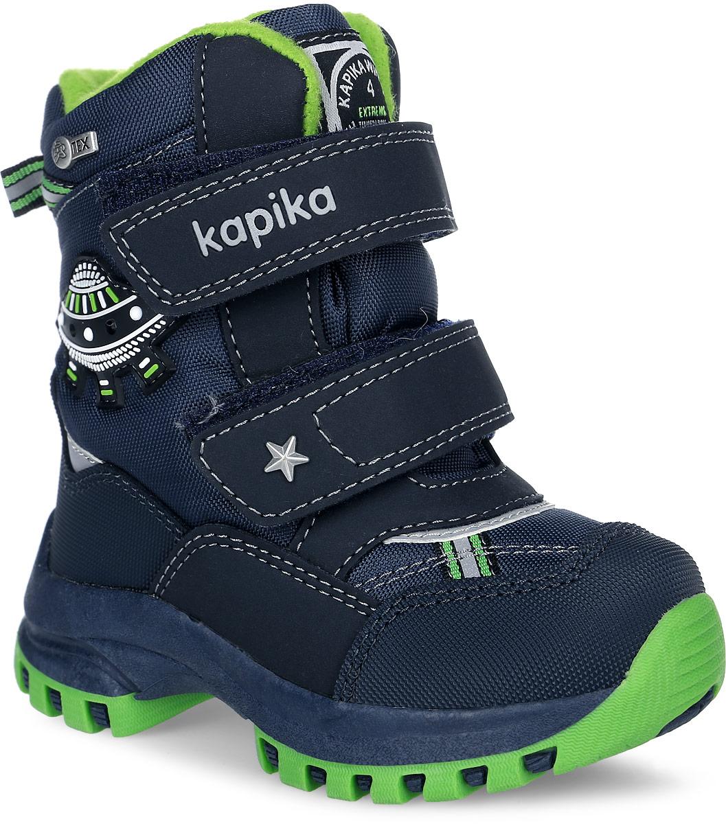 41147-1Ботинки от Kapika придутся по душе вашему мальчику. Модель идеально подходит для зимы, сохраняет комфортный микроклимат в обуви как при ношении на улице, так и в помещении. Верх обуви изготовлен из искусственной кожи со вставками из водонепроницаемого текстиля, язычок и ремешок декорированы фирменным логотипом бренда, боковая сторона - нашивкой в виде летающей тарелки. Два ремешка на застежке-липучке надежно зафиксируют изделие на ноге. Подкладка и стелька изготовлены из текстиля и шерсти, что позволяет сохранить тепло и гарантирует уют ногам. Подошва с рифлением обеспечивает идеальное сцепление с любыми поверхностями. Такие чудесные ботинки займут достойное место в гардеробе вашего ребенка.