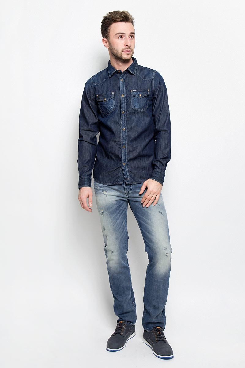 Рубашка00SD24-0678B/01Мужская рубашка Diesel прекрасно подойдет для повседневной носки. Изделие, выполненное из натурального хлопка, необычайно мягкое и приятное на ощупь, не сковывает движения и хорошо пропускает воздух. Рубашка с отложным воротником и длинными рукавами застегивается спереди на кнопки. Оформлена модель накладными карманами с клапанами на кнопках. Манжеты рукавов также дополнены застежками-кнопками. Материал изделия стилизован под джинсовую ткань. Такая рубашка будет дарить вам комфорт в течение всего дня и станет стильным дополнением к вашему гардеробу.