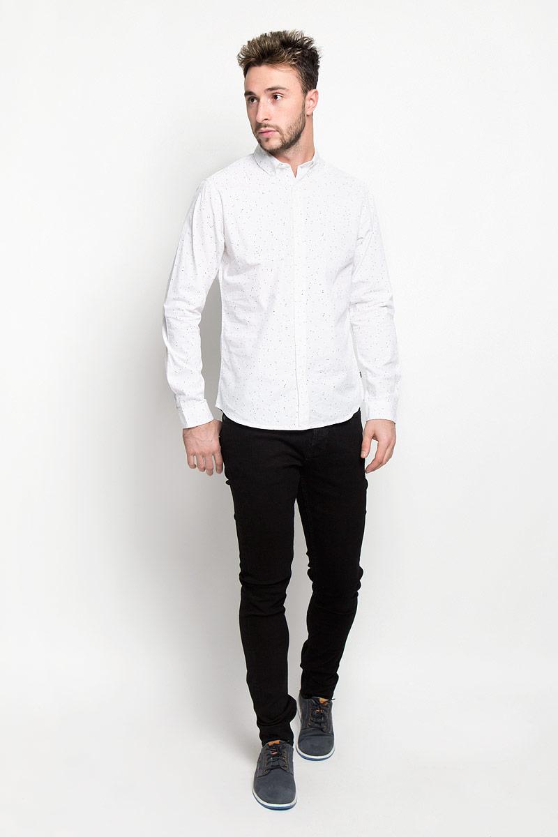 22004029_BlackМодные мужские джинсы Only & Sons - джинсы высочайшего качества на каждый день, которые прекрасно сидят. Модель прямого кроя и стандартной посадки изготовлена из эластичного хлопка. Застегиваются джинсы на пуговицы, также имеются шлевки для ремня. Спереди модель дополнена двумя втачными карманами и одним небольшим накладным кармашком, а сзади - двумя накладными карманами. Оформлено изделие металлическими клепками с логотипом бренда и фирменной нашивкой на поясе. Эти стильные и в то же время комфортные джинсы послужат отличным дополнением к вашему гардеробу. В них вы всегда будете чувствовать себя уютно и комфортно.