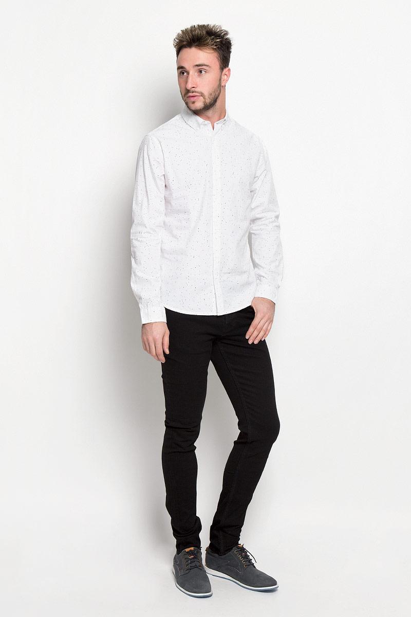22004463_Dress BluesСтильная мужская рубашка Only & Sons, выполненная из натурального хлопка, подчеркнет ваш уникальный стиль и поможет создать оригинальный образ. Такой материал великолепно пропускает воздух, а также обладает высокой гигроскопичностью. Рубашка slim fit с длинными рукавами и отложным воротником застегивается на пуговицы спереди. Манжеты рукавов также застегиваются на пуговицы. Рубашка оформлена принтом в виде мелких пятнышек. Классическая рубашка - превосходный вариант для базового мужского гардероба и отличное решение на каждый день. Такая рубашка будет дарить вам комфорт в течение всего дня и послужит замечательным дополнением к вашему гардеробу.