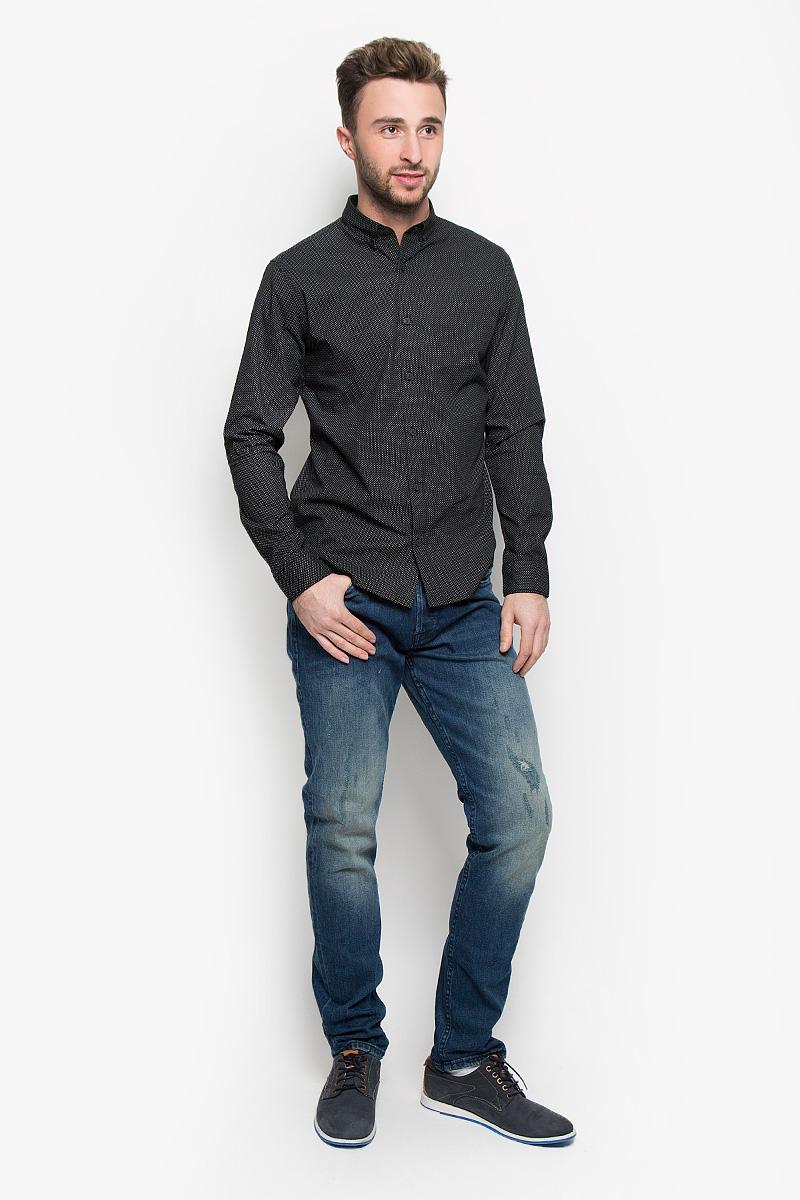 22004359_Dark Blue DenimМодные мужские джинсы Only & Sons - это джинсы высочайшего качества, которые прекрасно сидят. Они выполнены из высококачественного эластичного хлопка, что обеспечивает комфорт и удобство при носке. Джинсы прямого кроя и стандартной посадки станут отличным дополнением к вашему современному образу. Джинсы застегиваются на пуговицу в поясе и ширинку на пуговицах, дополнены шлевками для ремня. Джинсы имеют классический пятикарманный крой: спереди модель дополнена двумя втачными карманами и одним маленьким накладным кармашком, а сзади - двумя накладными карманами. Модель оформлена декоративными потертостями. Эти модные и в то же время комфортные джинсы послужат отличным дополнением к вашему гардеробу.