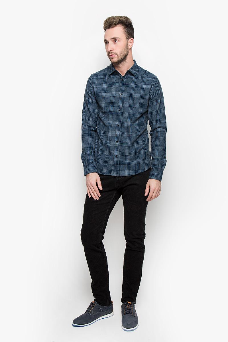 22004391_BlackМодные мужские джинсы Only & Sons - это джинсы высочайшего качества, которые прекрасно сидят. Они выполнены из высококачественного эластичного хлопка, что обеспечивает комфорт и удобство при носке. Джинсы прямого кроя и стандартной посадки станут отличным дополнением к вашему современному образу. Джинсы застегиваются на пуговицу в поясе и ширинку на пуговицах, дополнены шлевками для ремня. Джинсы имеют классический пятикарманный крой: спереди модель дополнена двумя втачными карманами и одним маленьким накладным кармашком, а сзади - двумя накладными карманами. Эти модные и в то же время комфортные джинсы послужат отличным дополнением к вашему гардеробу.