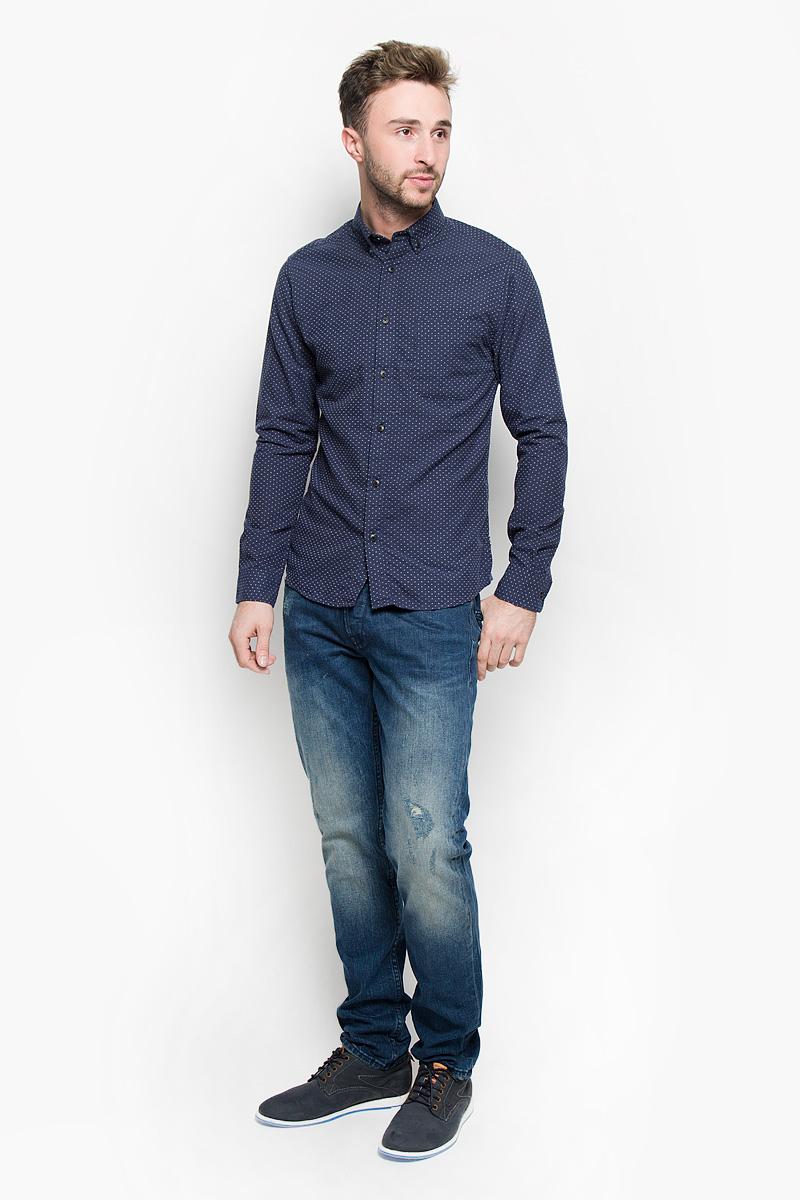Рубашка22004262_Dress BluesСтильная мужская рубашка Only & Sons, выполненная из хлопка с добавлением полиэстера, подчеркнет ваш уникальный стиль и поможет создать оригинальный образ. Такой материал великолепно пропускает воздух, обеспечивая необходимую вентиляцию, а также обладает высокой гигроскопичностью. Рубашка slim fit с длинными рукавами и отложным воротником застегивается на пуговицы спереди. Манжеты рукавов также застегиваются на пуговицы. На груди расположен накладной открытый карман. Рубашка оформлена контрастной вышивкой в мелкий горох. Классическая рубашка - превосходный вариант для базового мужского гардероба и отличное решение на каждый день. Такая рубашка будет дарить вам комфорт в течение всего дня и послужит замечательным дополнением к вашему гардеробу.