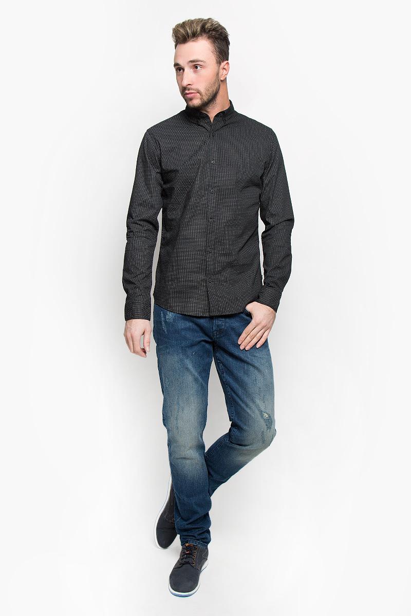 22004843_BlackСтильная мужская рубашка Only & Sons, выполненная из натурального хлопка, подчеркнет ваш уникальный стиль и поможет создать оригинальный образ. Такой материал великолепно пропускает воздух, обеспечивая необходимую вентиляцию, а также обладает высокой гигроскопичностью. Рубашка с длинными рукавами и отложным воротником застегивается на пуговицы спереди. Манжеты рукавов также застегиваются на пуговицы. Рубашка оформлена контрастным принтом в мелкий горох. Классическая рубашка - превосходный вариант для базового мужского гардероба и отличное решение на каждый день. Такая рубашка будет дарить вам комфорт в течение всего дня и послужит замечательным дополнением к вашему гардеробу.