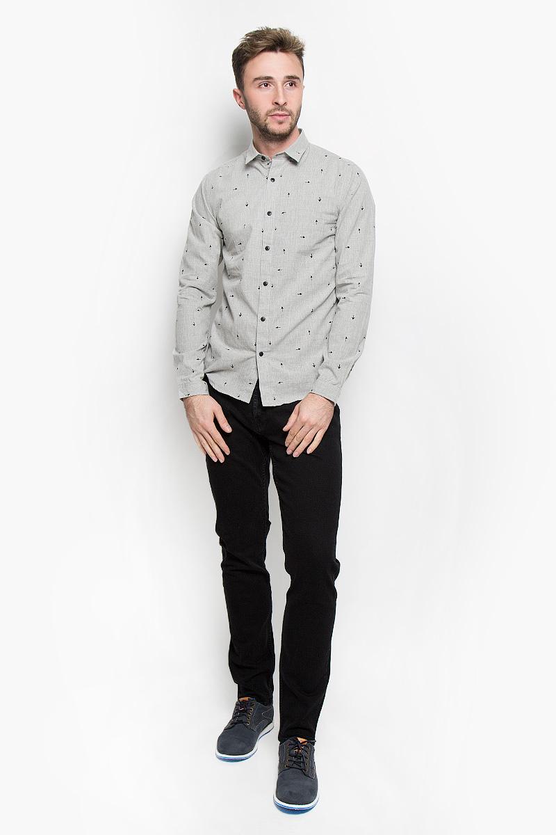 22004263_Dark Grey MelangeСтильная мужская рубашка Only & Sons, выполненная из хлопка с добавлением полиэстера, подчеркнет ваш уникальный стиль и поможет создать оригинальный образ. Такой материал великолепно пропускает воздух, обеспечивая необходимую вентиляцию, а также обладает высокой гигроскопичностью. Рубашка slim fit с длинными рукавами и отложным воротником застегивается на пуговицы спереди. Манжеты рукавов также застегиваются на пуговицы. Рубашка оформлена принтом в виде стрелок. Классическая рубашка - превосходный вариант для базового мужского гардероба и отличное решение на каждый день. Такая рубашка будет дарить вам комфорт в течение всего дня и послужит замечательным дополнением к вашему гардеробу.