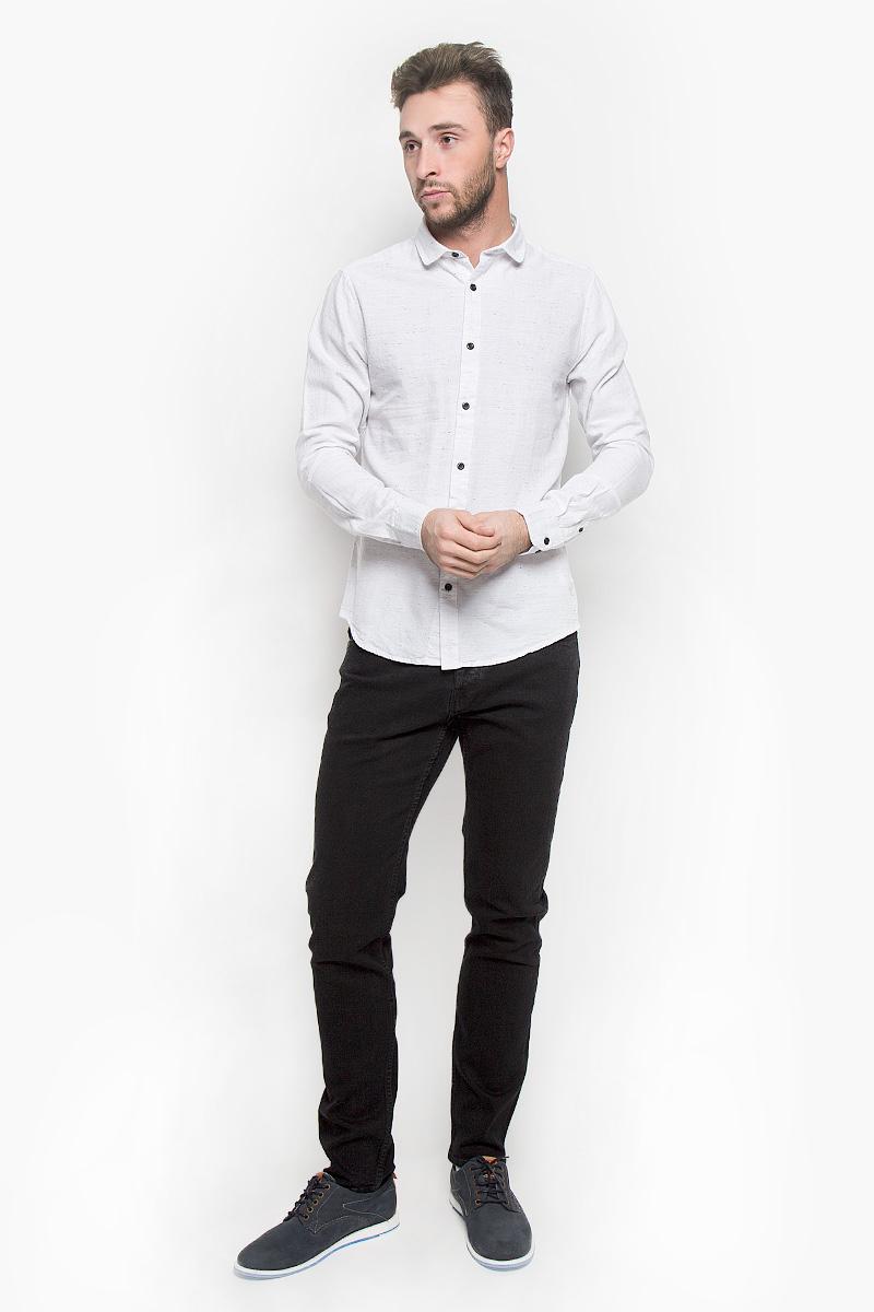 Рубашка22004295_GriffinСтильная мужская рубашка Only & Sons, выполненная из натурального хлопка, подчеркнет ваш уникальный стиль и поможет создать оригинальный образ. Такой материал великолепно пропускает воздух, обеспечивая необходимую вентиляцию, а также обладает высокой гигроскопичностью. Рубашка slim fit с длинными рукавами и отложным воротником застегивается на контрастные пуговицы спереди. Манжеты рукавов также застегиваются на пуговицы. Классическая рубашка - превосходный вариант для базового мужского гардероба и отличное решение на каждый день. Такая рубашка будет дарить вам комфорт в течение всего дня и послужит замечательным дополнением к вашему гардеробу.