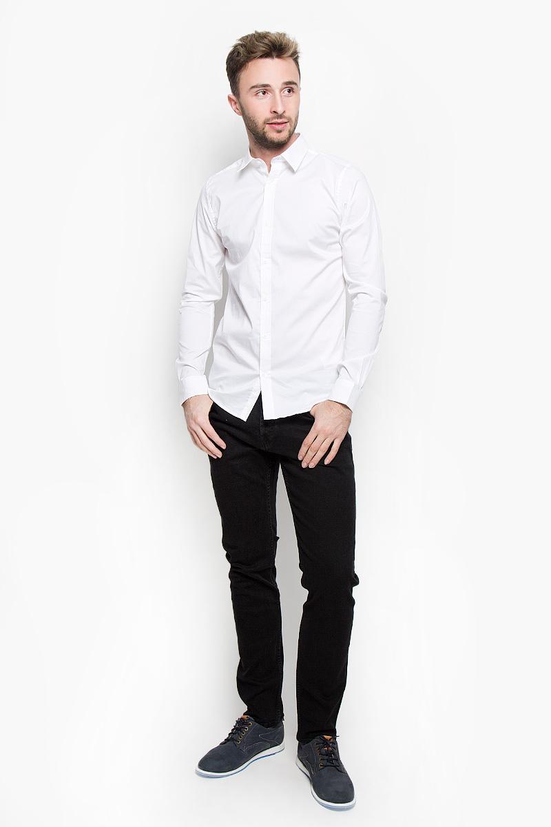 22004874_Dark NavyСтильная мужская рубашка Only & Sons, выполненная из эластичного хлопка с добавлением нейлона, подчеркнет ваш уникальный стиль и поможет создать оригинальный образ. Такой материал великолепно пропускает воздух, обеспечивая необходимую вентиляцию, а также обладает высокой гигроскопичностью. Рубашка slim fit с длинными рукавами и отложным воротником застегивается на пуговицы спереди. Манжеты рукавов также застегиваются на пуговицы. Классическая рубашка - превосходный вариант для базового мужского гардероба и отличное решение на каждый день. Такая рубашка будет дарить вам комфорт в течение всего дня и послужит замечательным дополнением к вашему гардеробу.