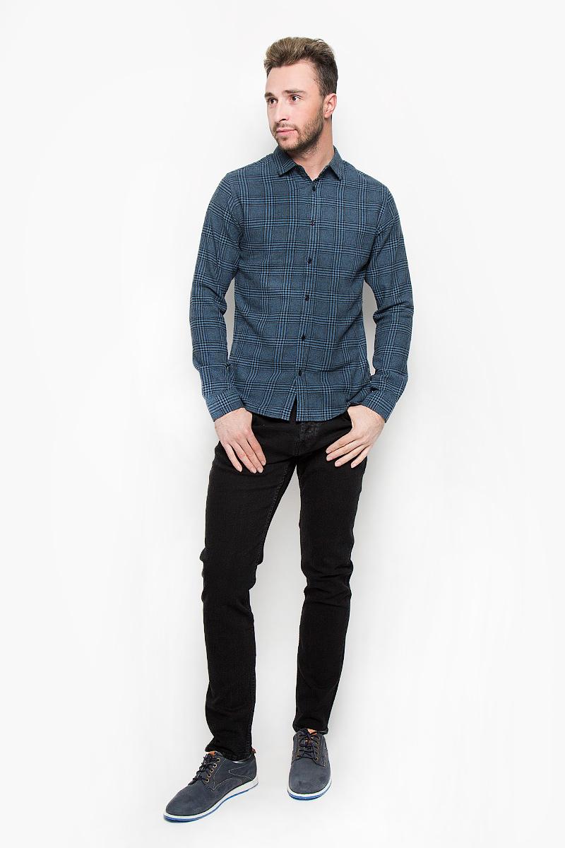 22004468_Real TealСтильная мужская рубашка Only & Sons, выполненная из натурального хлопка, подчеркнет ваш уникальный стиль и поможет создать оригинальный образ. Такой материал великолепно пропускает воздух, обеспечивая необходимую вентиляцию, а также обладает высокой гигроскопичностью. Рубашка slim fit с длинными рукавами и отложным воротником застегивается на пуговицы спереди. Манжеты рукавов также застегиваются на пуговицы. Рубашка оформлена принтом в клетку. Классическая рубашка - превосходный вариант для базового мужского гардероба и отличное решение на каждый день. Такая рубашка будет дарить вам комфорт в течение всего дня и послужит замечательным дополнением к вашему гардеробу.