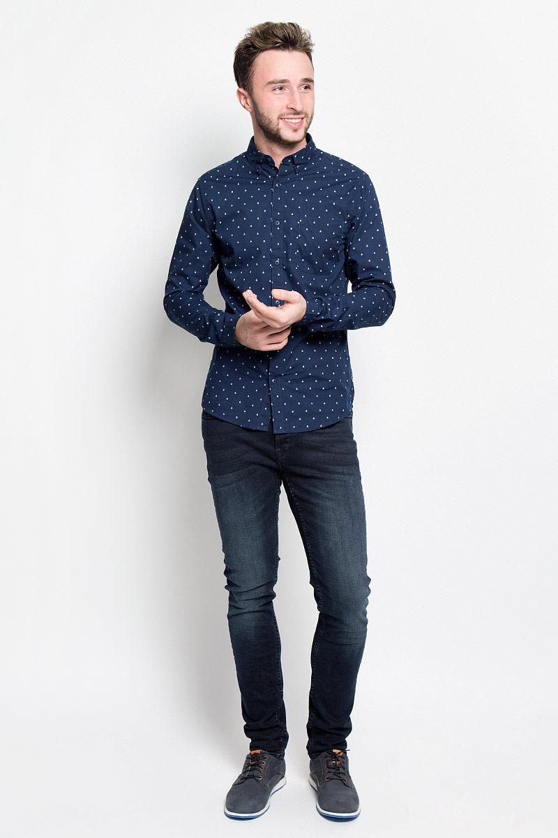 Рубашка22004460_Dark NavyМужская рубашка Only & Sons станет стильным дополнением к вашему гардеробу. Изделие выполнено из натурального хлопка, тактильно приятное, не сковывает движения и хорошо пропускает воздух. Рубашка слегка приталенного кроя с отложным воротником и длинными рукавами застегивается спереди на пуговицы. Манжеты рукавов и воротник также дополнены застежками-пуговицами. На груди расположен накладной карман. Изделие оформлено мелким принтом. Такая рубашка дополнит ваш образ и подчеркнет индивидуальность!