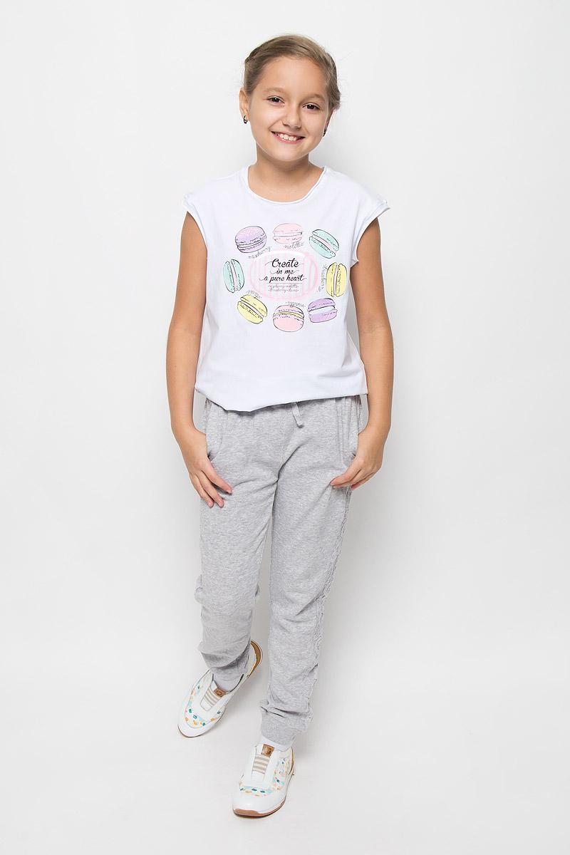 Брюки спортивные364146Стильные брюки для девочки Scool идеально подойдут юной моднице для активного отдыха или занятий спортом. Изготовленные из хлопка с добавлением полиэстера, они мягкие и приятные на ощупь, не сковывают движения и хорошо пропускают воздух. Изнаночная сторона с небольшими петельками. Брюки дополнены в поясе широкой трикотажной резинкой, которая дополнительно регулируется шнурком. Спереди расположены два втачных кармана. На брючинах предусмотрены мягкие трикотажные манжеты. По бокам модель дополнена лампасами из нежного гипюра. В таких брючках вашей принцессе будет уютно и комфортно!