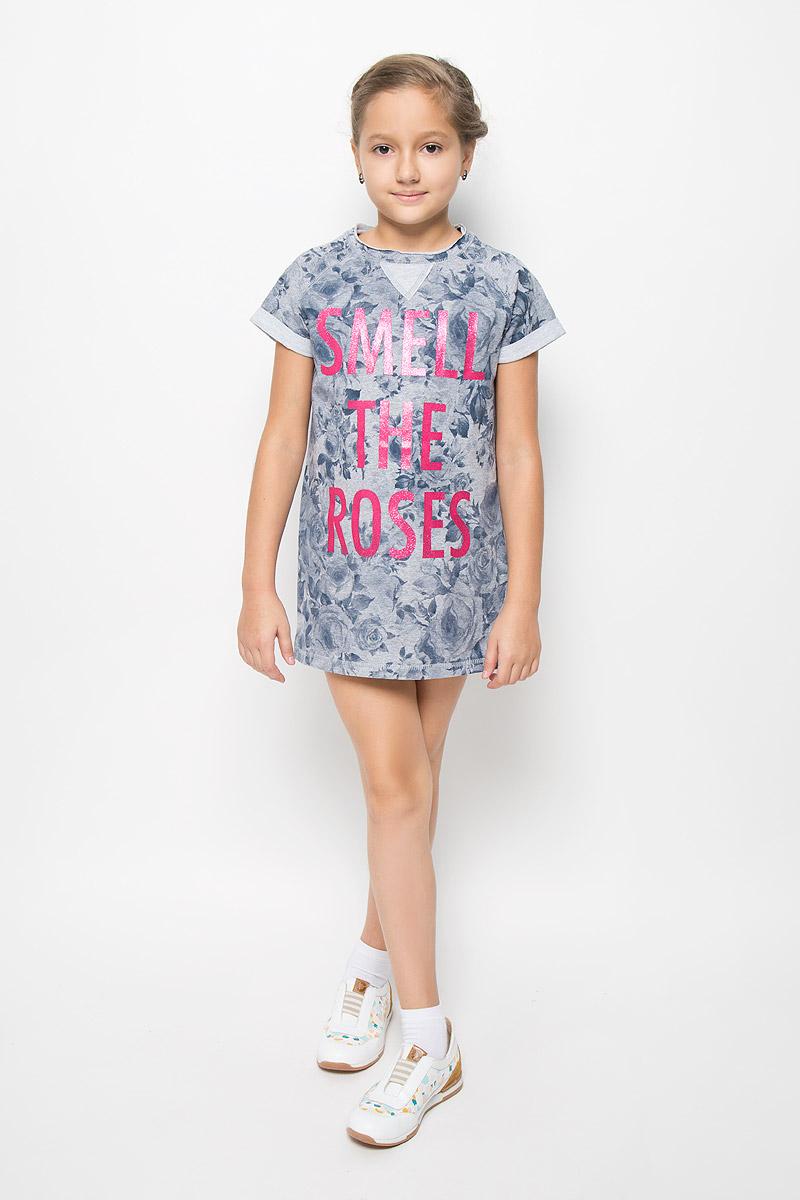Платье364169Стильное укороченное платье для девочки Scool выполнено из эластичного хлопка и полиэстера. Материал изделия мягкий и тактильно приятный, не стесняет движений и позволяет коже дышать. Изнаночная сторона платья с небольшими петельками. Платье с круглым вырезом горловины и короткими рукавами-реглан оформлено цветочным принтом. Вырез горловины дополнен двойной окантовкой с необработанным краем. Рукава украшены отворотами. Модель декорирована надписью с блестящим напылением. Дизайн и расцветка делают это платье оригинальным и модным предметом детской одежды. Маленькая принцесса в нем всегда будет в центре внимания!