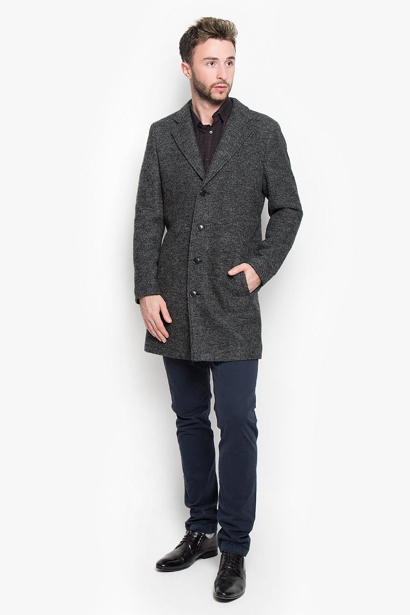 16051623_BlackСтильное мужское пальто Selected Homme Antonio Banderas, выполненное из полиэстера с добавлением шерсти, согреет вас в прохладную погоду. Модель с лацканами и длинными рукавами застегивается на четыре пуговицы. Спереди имеются два втачных кармана. С внутренней стороны два кармашка. В этом пальто вам будет уютно и комфортно.