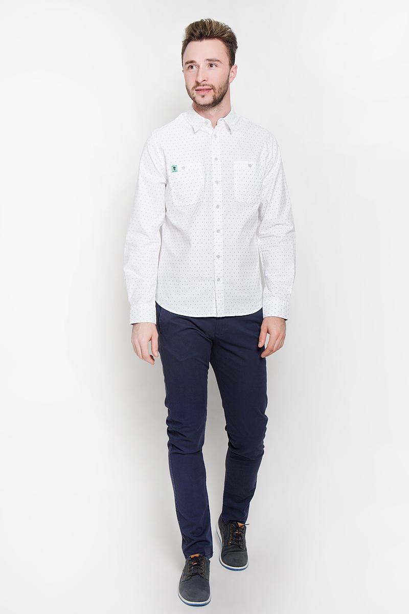 РубашкаH-212/710-6332Стильная мужская рубашка Sela Casual Wear, выполненная из натурального хлопка, подчеркнет ваш уникальный стиль и поможет создать оригинальный образ. Такой материал великолепно пропускает воздух, обеспечивая необходимую вентиляцию, а также обладает высокой гигроскопичностью. Рубашка с длинными рукавами и отложным воротником застегивается на пуговицы спереди. Модель дополнена двумя нагрудными карманами на пуговицах. Манжеты рукавов также застегиваются на пуговицы. Рубашка оформлена мелким принтом в виде силуэтов пришельцев. Классическая рубашка - превосходный вариант для базового мужского гардероба и отличное решение на каждый день. Такая рубашка будет дарить вам комфорт в течение всего дня и послужит замечательным дополнением к вашему гардеробу.